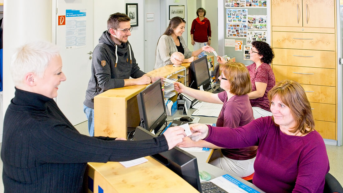 Hausarztpraxis Rheinstraße in Nastätten - am Empfang unserer Praxis
